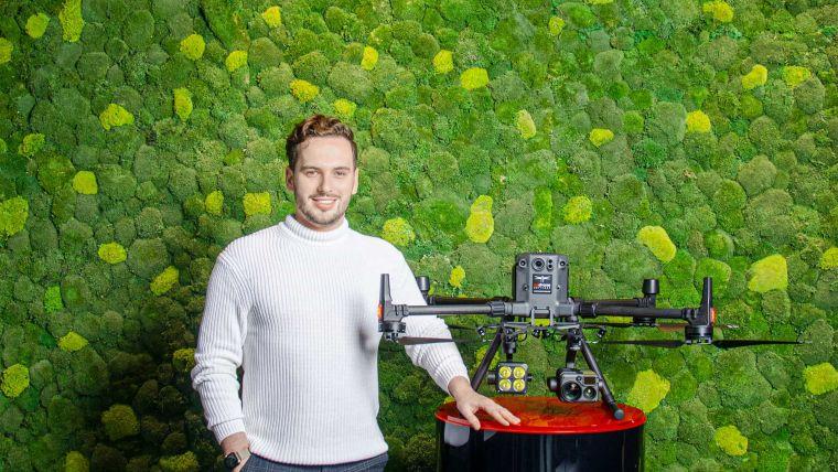 Operations Manager Jan Münch erzählt vom Projekt AS Drone Services: Die kleinen Technikwunder sollen bei Transport, Sicherheitswesen und Inspektion zum Einsatz kommen.